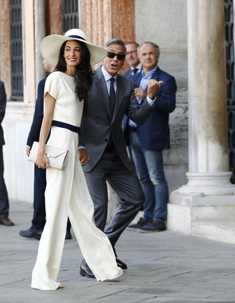 George Clooney ze swoją żoną /East News
