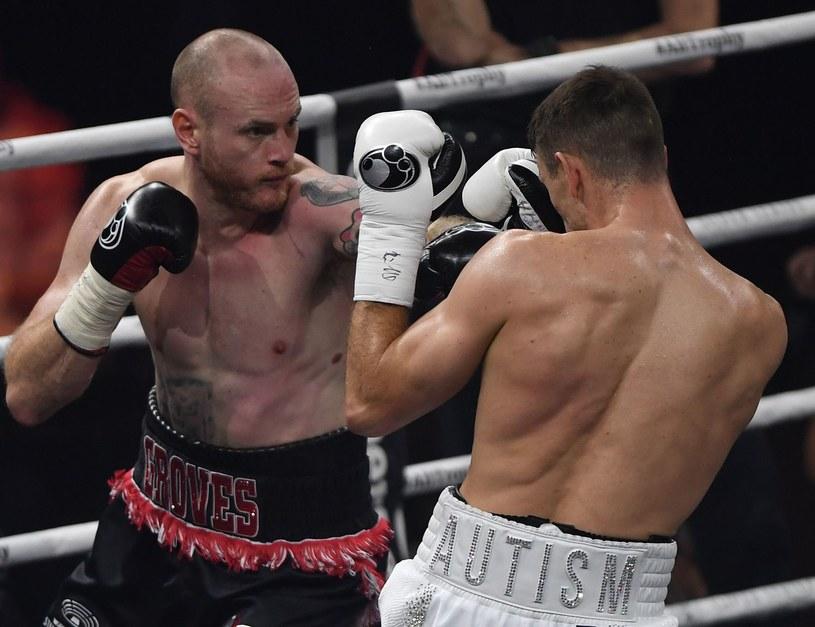 George Groves (z lewej) w przegranej walce z Callumem Smithem /AFP