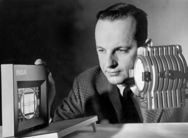George H. Heilmeier i jego wynalazek - zdjęcie pochodzi z Radio Corporation of America /materiały prasowe