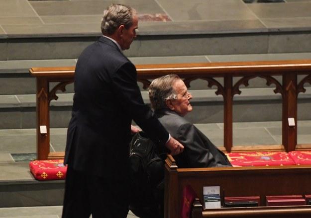 George H.W. Bush i jego syn George W. Bush /Jack Gruber/POOL /PAP/EPA
