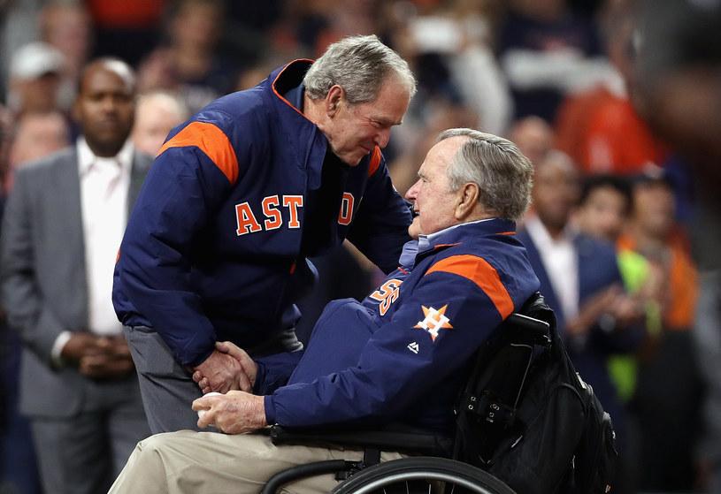 George H. W. Bush z synem - George'em W. Bushem /AFP