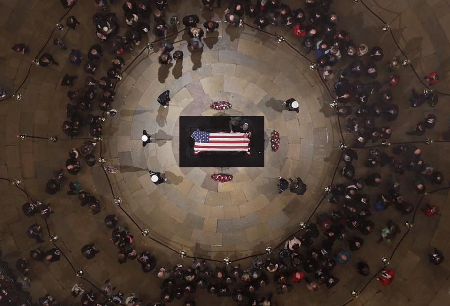 George H.W. Bush zmarł w piątek wieczorem. Miał 94 lata i był najdłużej żyjącym prezydentem USA. /Morry Gash / POOL /PAP/EPA