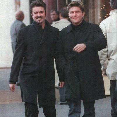 George Michael ze swoim partnerem Kennym Gossem /