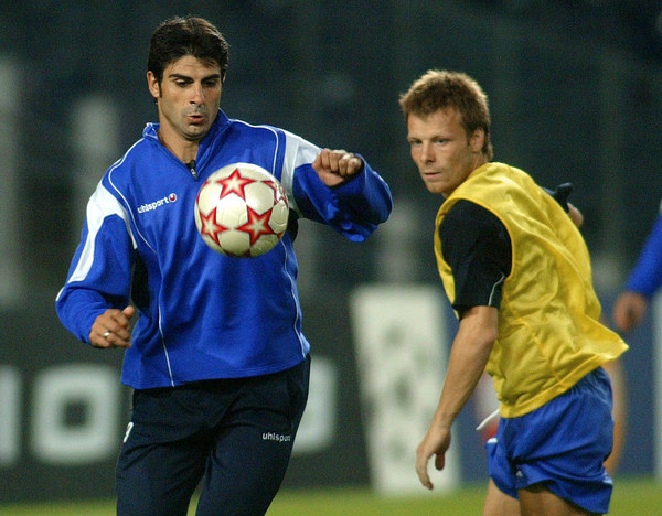 Georgi Iwanow (z lewej) szybko zrezygnował z prowadzenia Łokomotiwu Płowdiw /AFP
