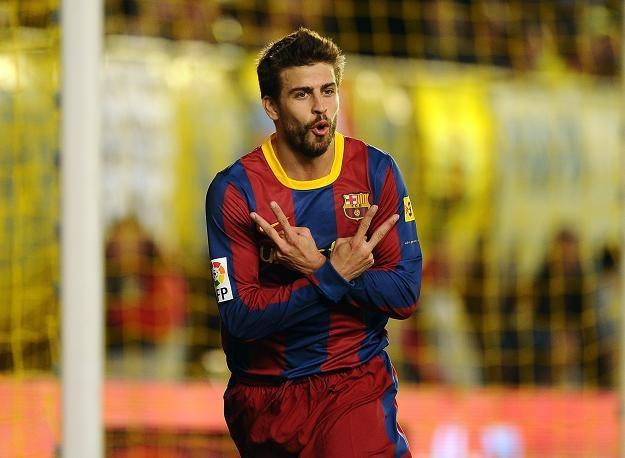 Gerard Pique cieszy się z gola strzelonego Villarrealowi. Barca jest już o krok od mistrzostwa! /AFP