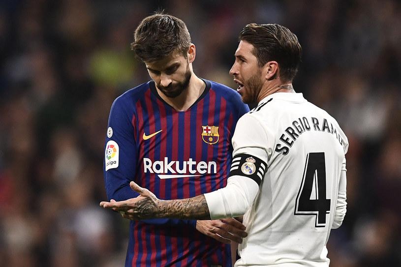 Gerard Pique (z lewej) z Barcelony i Sergio Ramos z Realu /AFP