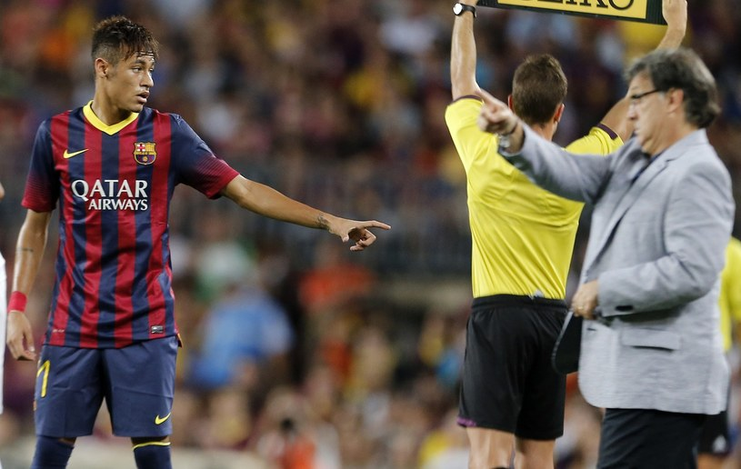 Gerardo Martino w rozmowie z Neymarem /AFP