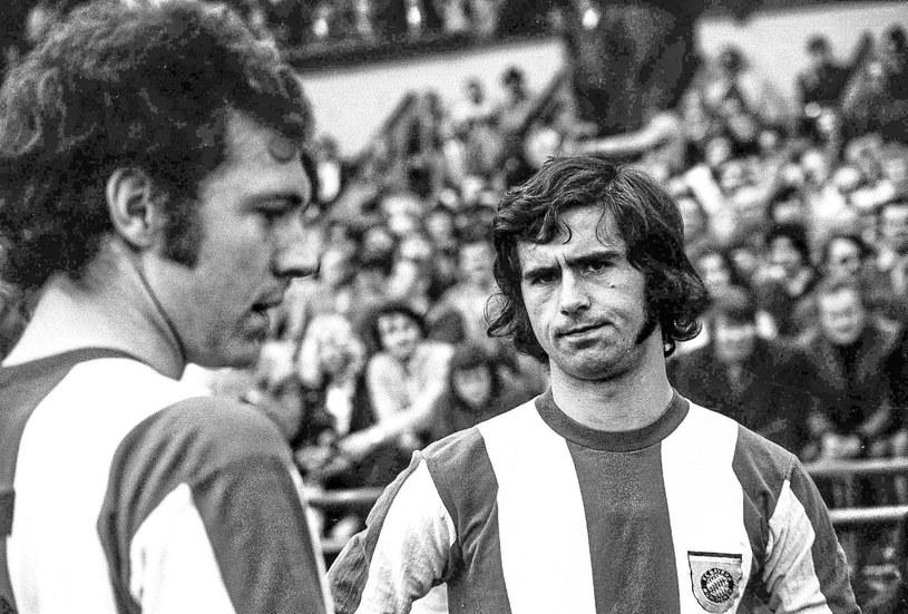 Gerd Mueller w 1972 roku. To wówczas zdobył 40 bramek w jednym sezonie Bundesligi. Z lewej Franz Beckenbauer /Rust/ullstein bild /Getty Images