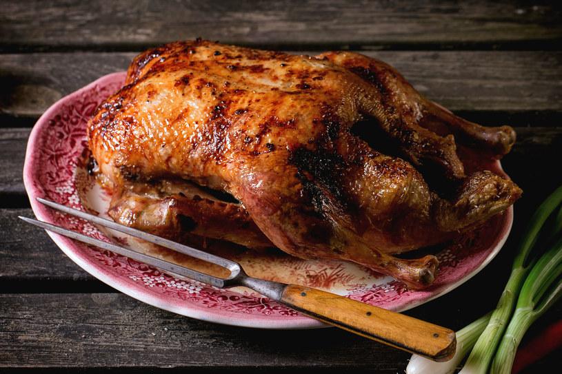 Gęś, indyk, kaczka lub kurczak – każde z nich upieczone w całości zrobi wrażenie na gościach i domownikach /123RF/PICSEL