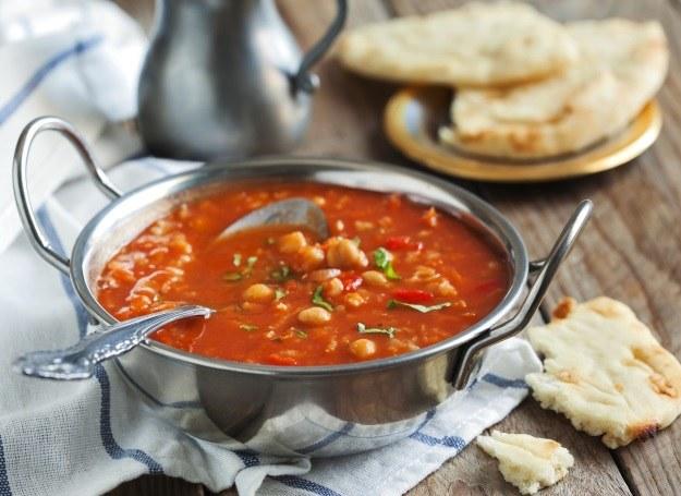 Gęsta i pożywna zupa z ciecierzycy /materiały prasowe