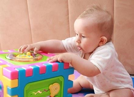 Gesty pełnią niezwykle ważną rolę w rozwoju językowym dziecka /© Panthermedia