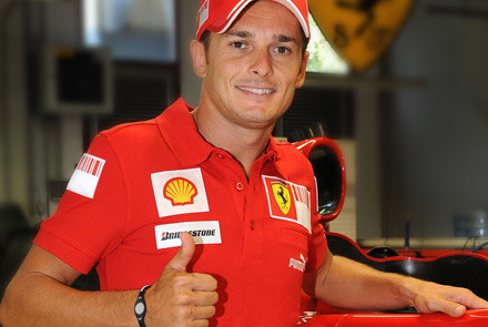 Giancarlo Fisichella już w stroju Ferrari /