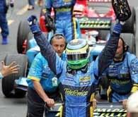 Giancarlo Fisichella nie ukrywał radości... /AFP