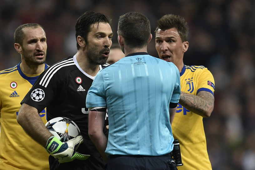 Gianluigi Buffon miał ogromne pretensje do sędziego w Madrycie /AFP