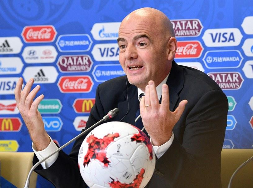 Gianni Infantino podczas konferencji prasowej w Sankt Petersburgu /AFP