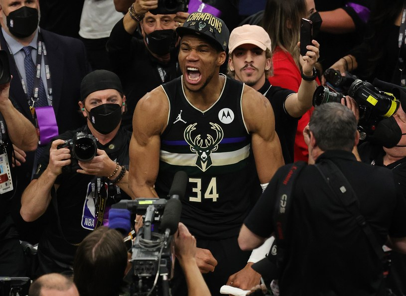 Giannis Antetokounmpo, gwiazdor Milwaukee Bucks /AFP