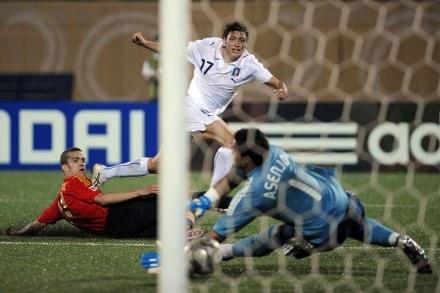 Gianvito Misuraca zdobywa bramkę dla reprezentacji Włoch /AFP