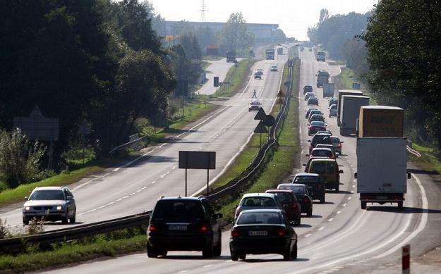 Gierkówka - dziurawa i pełna kolein, ale dwupasmowa / Fot: Mariusz Grzelak /Agencja SE/East News