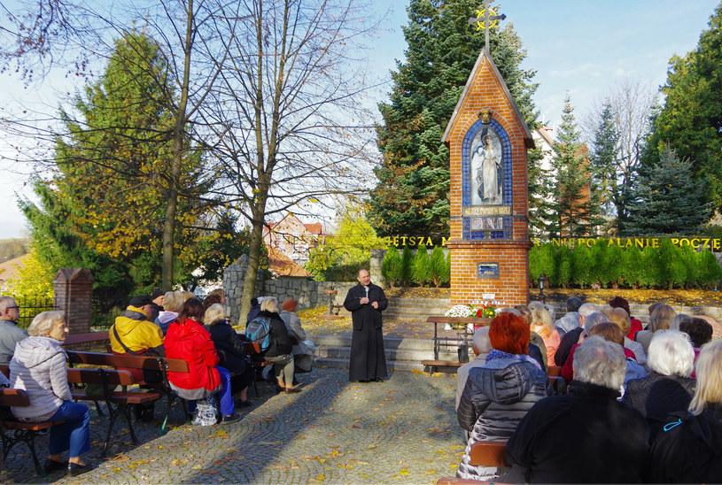 Gietrzwałd cieszy się wielką popularnością wśród pielgrzymów w Polsce od początku objawień /Marek BAZAK/East News /East News