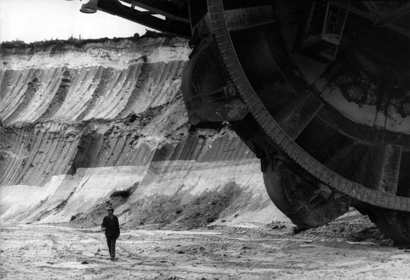 Gigantyczna koparka w bełchatowskiej kopalni węgla brunatnego. Zdjęcie z 1978 roku /Keystone / Stringer /Getty Images