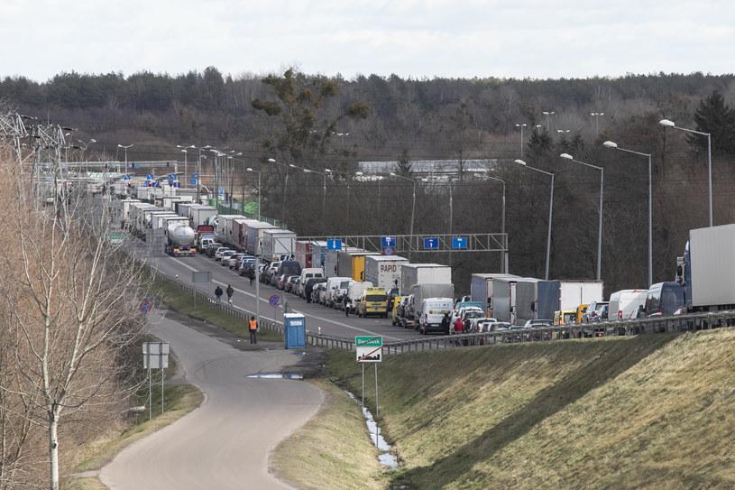 Gigantyczne kolejki na przejściu granicznym między Polską a Ukrainą / Jacek Szydlowski  /Agencja FORUM