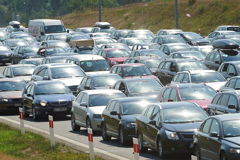 Gigantyczne korki przy zjeździe z autostrady A1 w Rusocinie /Adam Warżawa /PAP