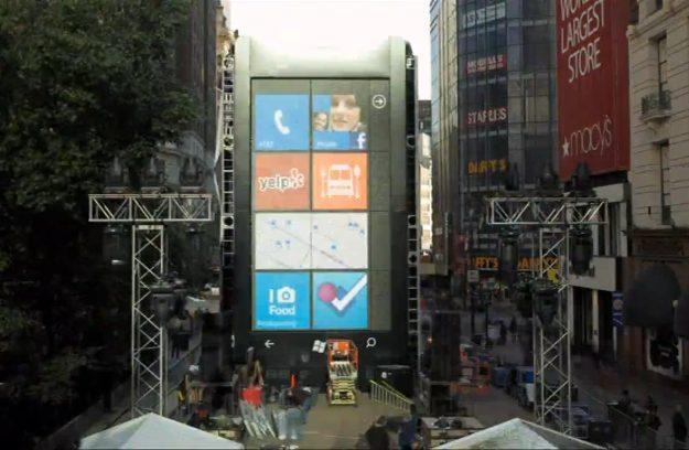 Gigantyczny model smartfona z Windows Phone w Nowym Jorku /materiały prasowe