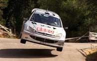 Gilles Panizzi w Peugeocie 206 WRC prowadzi w Rajdzie Katalonii /poboczem.pl