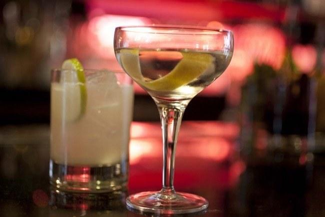 Gin właściwości lecznicze /© Photogenica