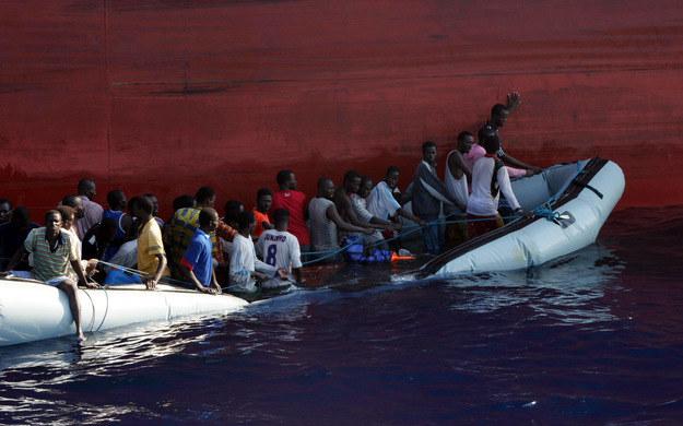 Ginie coraz więcej imigrantów /AFP