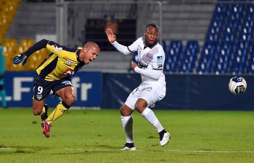Gino van Kessel (z lewej) w barwach Arles-Avignon /AFP