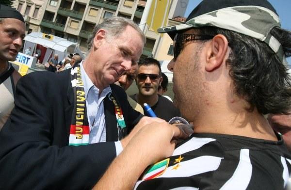 Giovanni Cobolli Gigli (w środku) liczy na mniejszą karę /AFP