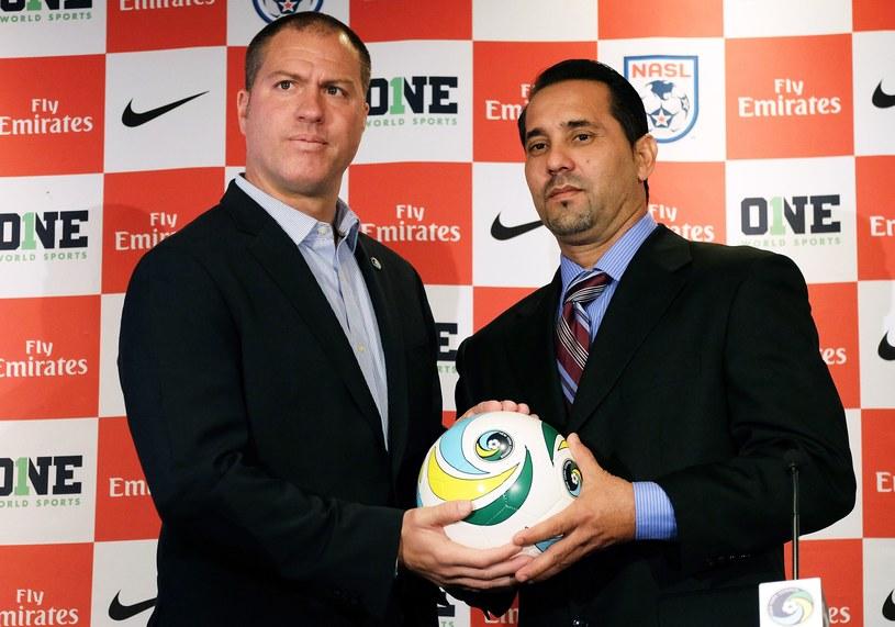 Giovanni Savarese, trener New York Cosmos (z lewej), i Walter Benitez, selekcjoner reprezentacji Kuby /AFP