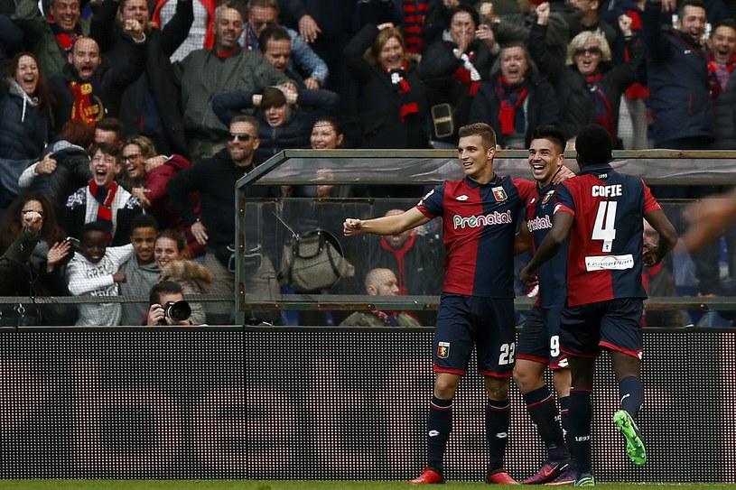 Giovanni Simeone (w środku) strzelił Juventusowi dwie bramki /AFP