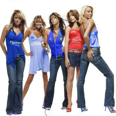 / Girls Aloud (Cheryl Tweedy pierwsza z lewej) /