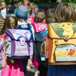 GIS: Co drugie dziecko w wieku wczesnoszkolnym nosi za ciężki plecak