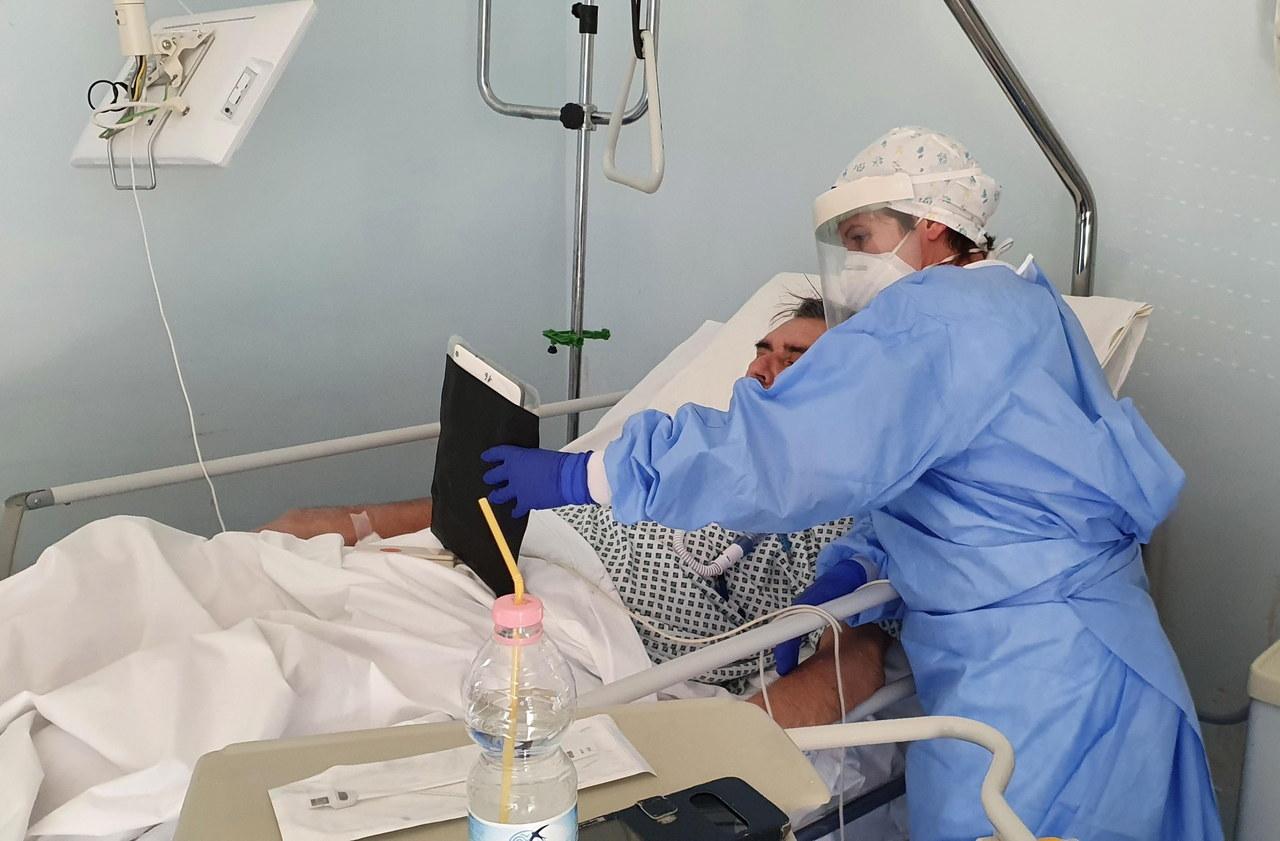 GIS: Do niemal 1/3 zakażeń koronawirusem doszło w szpitalu lub przychodni