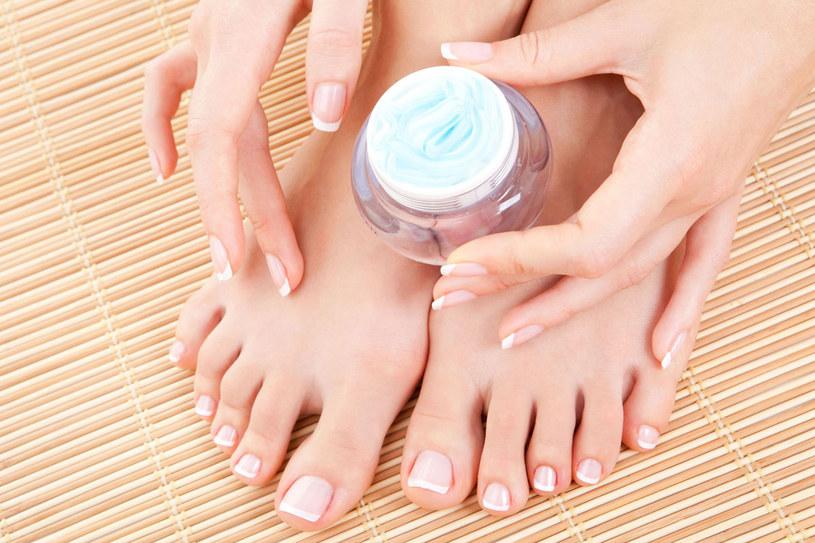 Gładkie stopy to wizytówka zadbanej kobiety /123RF/PICSEL