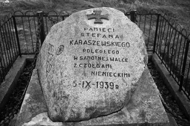Glaz upamietniajacy walkę Stefana Karaszewskiego. Fot. Tomasz Defiński /materiały prasowe