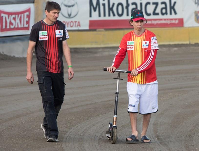 Gleb Czugunow z prawej i jego hulajnoga /Marcin Karczewski /Newspix