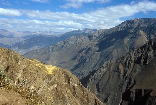 Głęboki na 3,5 tys. metrów kanion rzeki Colca /Agencja SE/East News