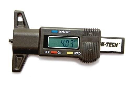 Głębokościomierz umożliwia szybki pomiar wysokości bieżnika. /Motor