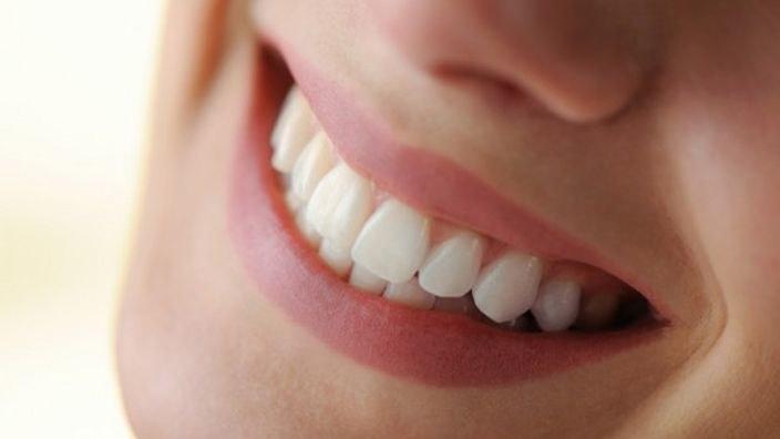 Glinka dla zdrowia jamy ustnej /© Photogenica