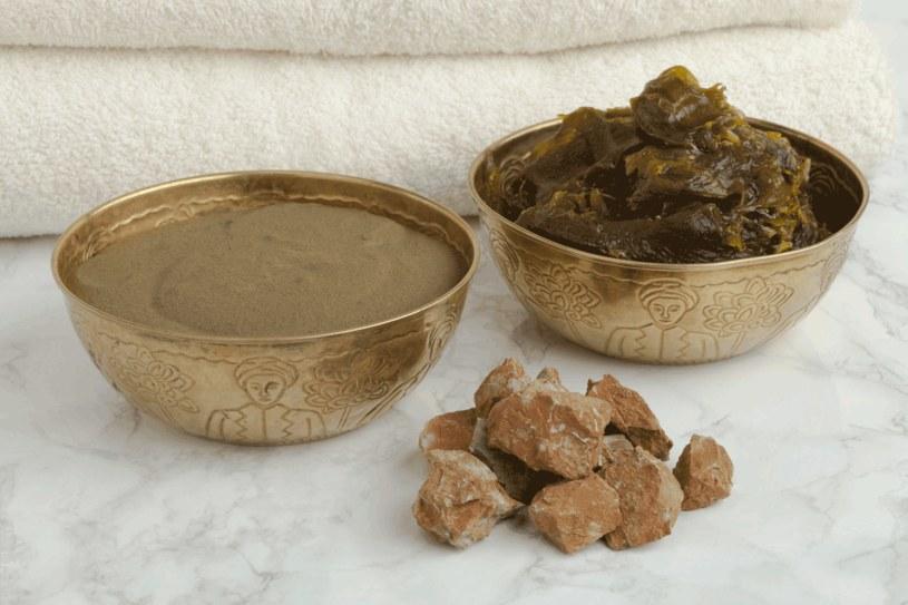 Glinka ghassoul, savon noir i henna są stosowane w rytuałach hammam /123RF/PICSEL