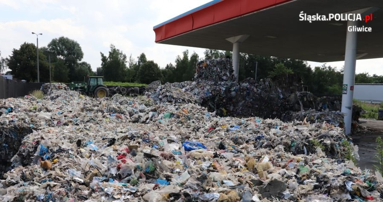 Gliwice: Nielegalne składowisko odpadów na nieczynnej stacji benzynowej
