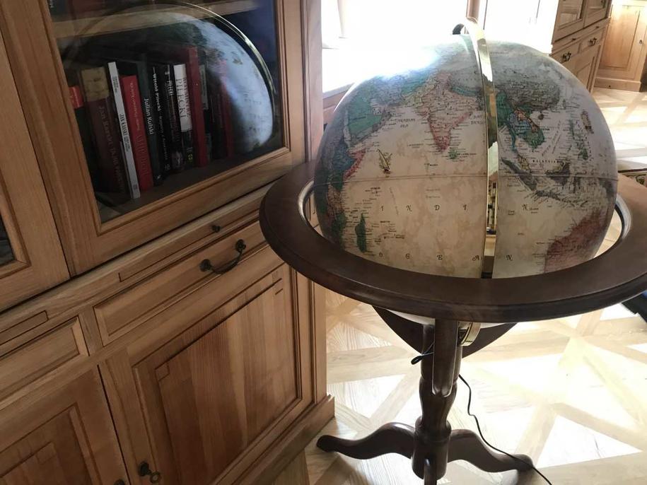 Globus w bibliotece Pałacu Prezydenckiego /Michał Dobrołowicz /RMF FM