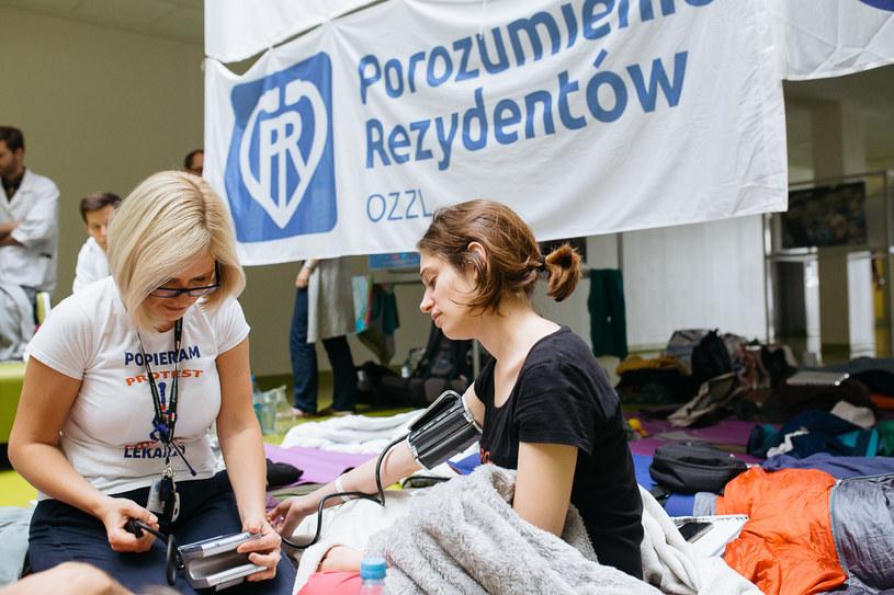 Głodówka młodych lekarzy /Rafał Siderski /Agencja FORUM