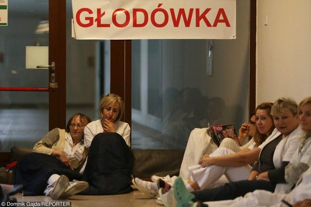 Głodówka pielęgniarek w Rybniku w 2015 r. /Dominik Gajda /Reporter