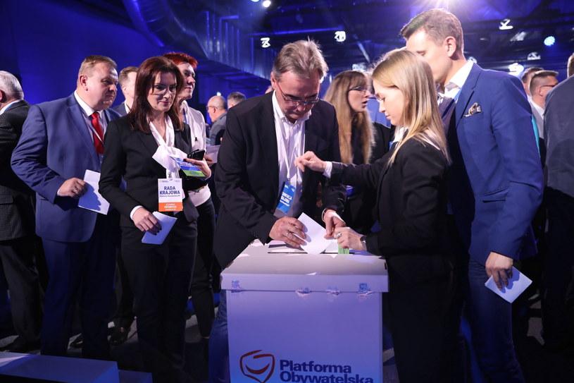 Głosowanie na konwencji krajowej PO /Leszek Szymański /PAP