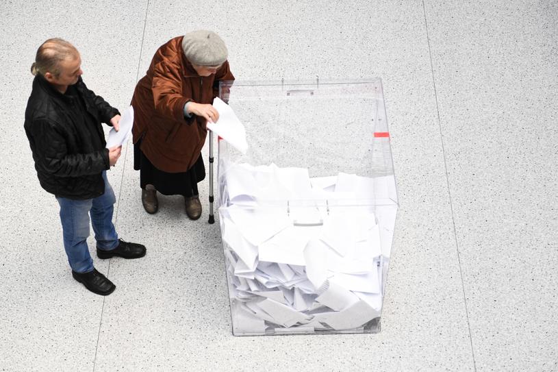 Głosowanie trwa do godz. 21 /Wojciech Pacewicz /PAP
